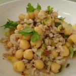 Farro salad with chickpeas and roasted leeks